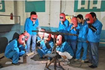 深圳电工证焊工证叉车培训培训报名制冷证架子工考证报名就到大浪成校,政府办学的公办学校
