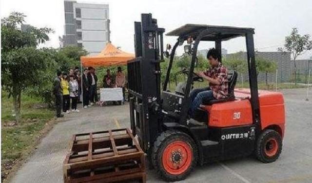 深圳龙华宝安福田叉车司机免费培训
