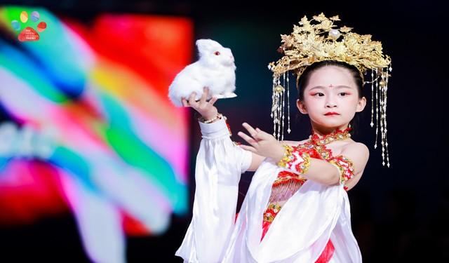 中育為-[藝術/美術書法]天氣熱了孩子學什么少兒模特培訓童星形體訓練