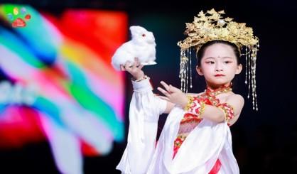 中育為-天氣熱了孩子學什么少兒模特培訓童星形體訓練